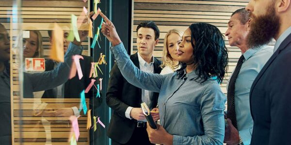People are working together with post-it notes